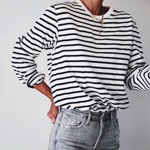 女性のシャツルーズトップロングスリーブ黒と白のストライプのTシャツ