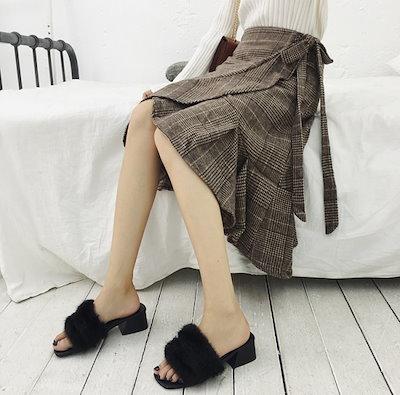 膝丈のチェック柄裾切り替えフレアスカート