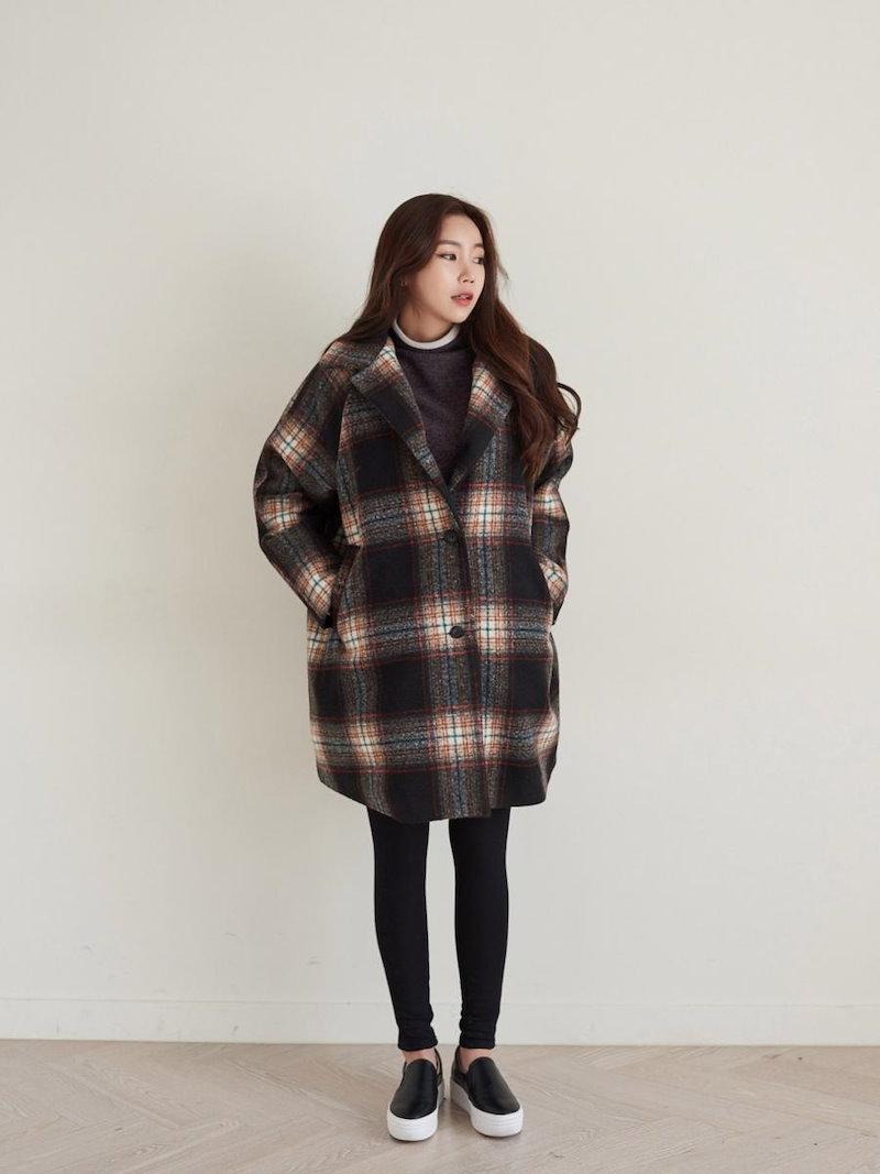 【送料無料】シンプルなデザインでありながら、華奢で女性らしい印象に。チェスターコート 冬 オーバーサイズ 大きいサイズ シンプル チェック柄 ラグランスリーブ ロング丈 コート アウター