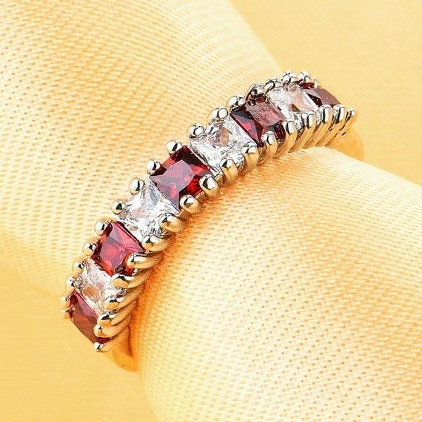 古典的な925スターリングシルバーメッキレッドガーネットCZの女性の結婚指輪のサイズ6-10