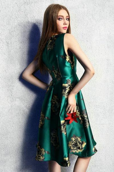 光沢感のあるエレガントな花柄ノースリーブひざ丈Aラインドレスワンピース