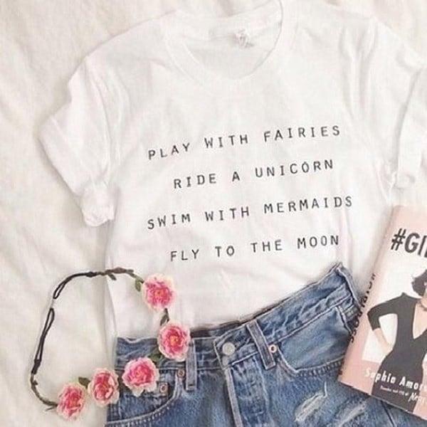 女性ファッションかわいいTumblrスタイル白い文字プリントTシャツのトップスは、妖精と一緒に遊ぶユニコーンスウ