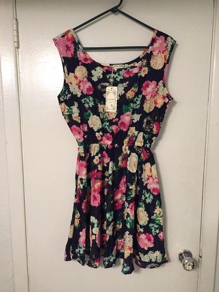 新しい服ノースリーブラウンドネックFloralsプリントプリーツドレス女性の夏2017