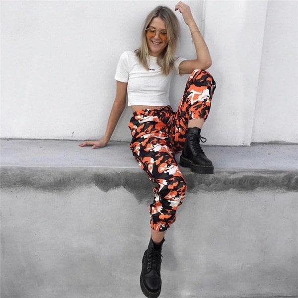 2017秋の新ファッションオレンジカモフラージュ女性カジュアルハレムパンツFamleはストリートスタイルのロングパイを結ぶ