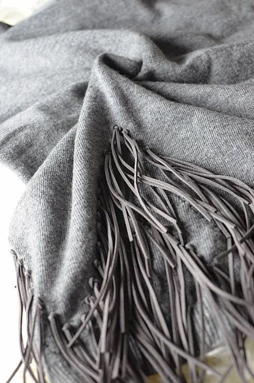 季節限定セール人気新作★雑誌掲載 人気定番セレブ風スタイル★不規則の裾にタッセルプルオーバーニットセーター