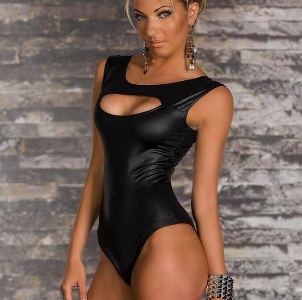 セクシー! 2017新しいファッション女性のPUの黒の模造革のピースのスーツのピースの服の夜のフィールドDS P