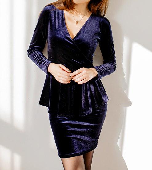 ベルベットワンピース-This dress will be shipped from December 28th. This is v-neckline one-piece having