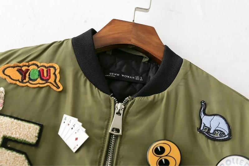 秋の女性のボンバージャケットのバッジアップリケジッパーロングスリーブは、首輪プラスサイズ暖かいOuterwears Jaqueta Feminina Bbwm1692スタンド
