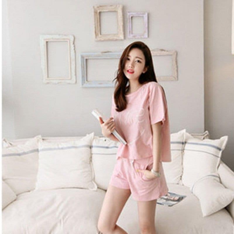 女性のかわいい笑顔のパターン半袖寝間着パジャマセット