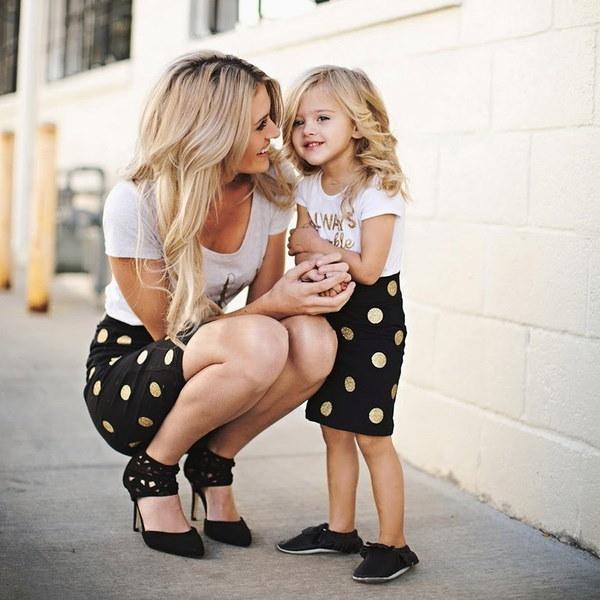 ファミリーマッチングの服装女性の女の子のドレスの服装母親の娘ポルカドットススカート