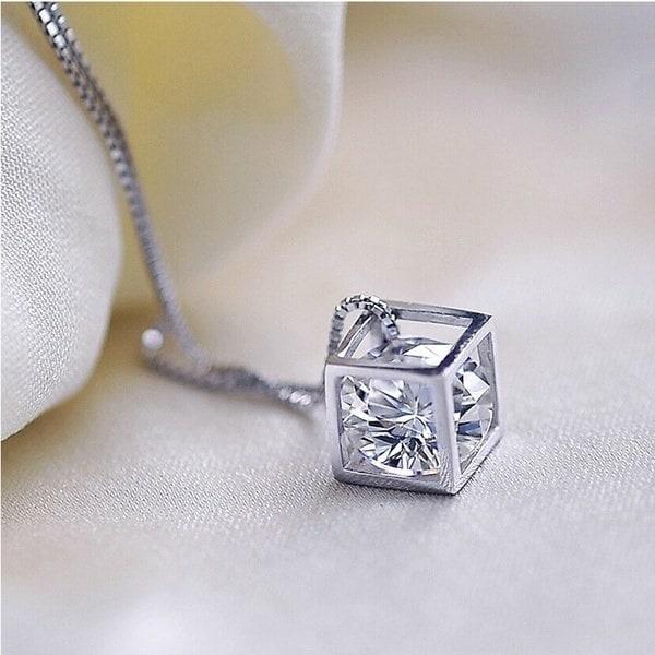 925スターリングシルバーの女性マンクリスタルダイヤモンドネックレスとペンダントスクエアスタイル
