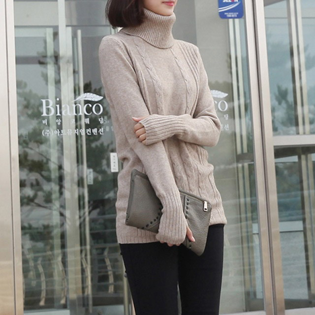Loose-fitting turtleneck knit long-sleeved hazel warmer