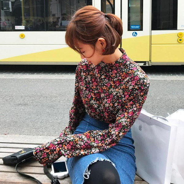 【IMVELY イムブリー公式】ワイルドフラワーブラウス 1305263/I73BL0017 花柄 ブラウス ハフハイネック 長袖 フェミニン デートルック 韓国ファッション レディース