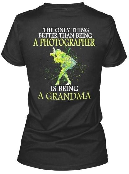 より良いカメラおばあちゃん - 写真家よりも唯一のものはGildan Women's TeeのTシャツです