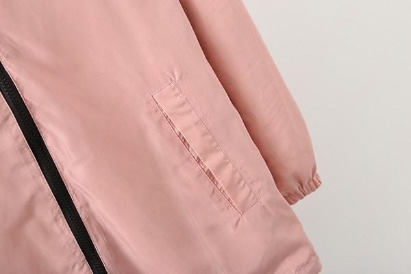 ファッション女性の爆撃機の基本的なジャケットのポケットのジッパーフード付きの2つのサイドウェア