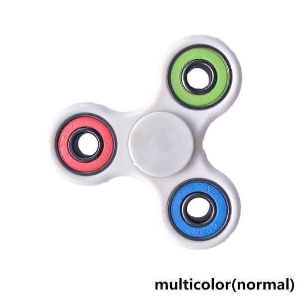EDCのストレスは、自閉症を軽減ADHDおもちゃのグローLEDフラッシュトライスピナーのスピンハンドスピナーのおもちゃのおもちゃ