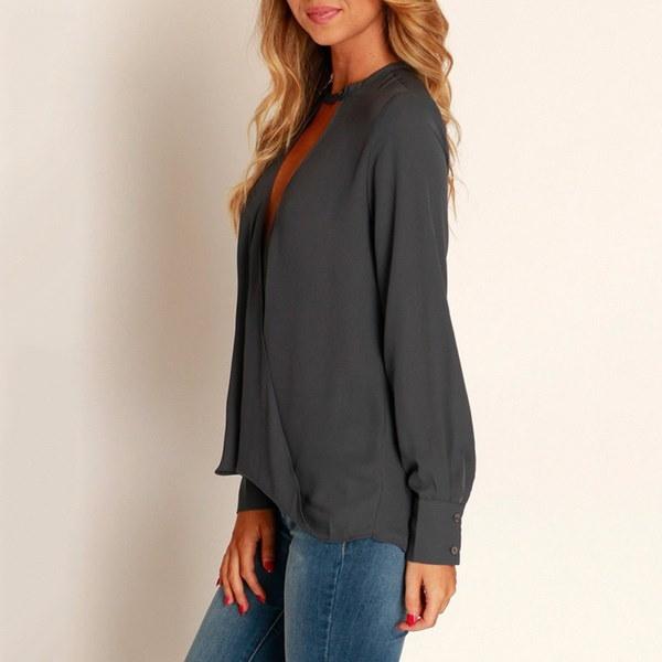 女性のファッションキーホールデザインクロスVネックプランジルーズブラウスシャツ