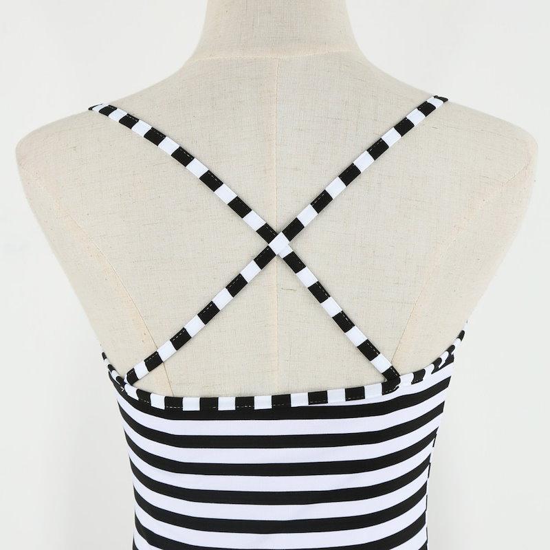 ストライプ柄オープン バック サイドドレス