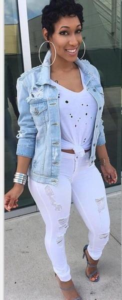 女性の新しいファッションホールライトブルーデニムジーンズショートジャケットカジュアルロングスリーブボーイフレンドスタイルのコート