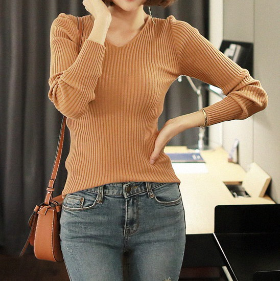 コルゲートVネックニット-This is v-neck knit having excellent softness tight corrugated material and neat and