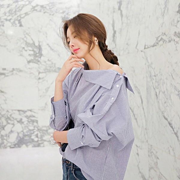 秋の女性のストライプのシャツカジュアルな長袖の斜めのカラーブラウスセクシールーズトップALI