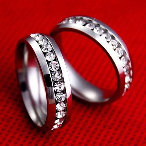 男性の女性のカップルの恋人ラインストーンチタン鋼の婚約指輪サイズ6-11