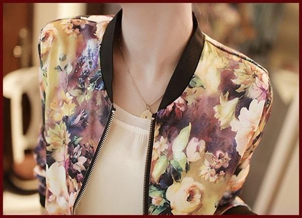 女性のスタンドカラーロングスリーブジッパー花プリントボンバージャケット