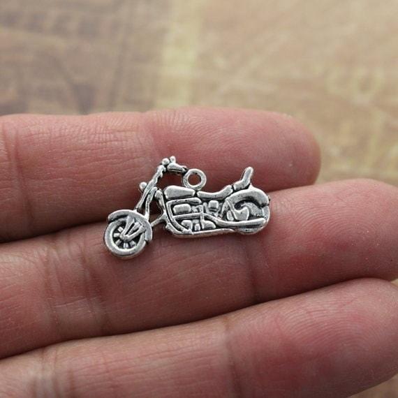 10オートバイのチャームオートバイのペンダントアンティークチベットシルバーダブル両面24 x 15ミリメートル、DIYを作る