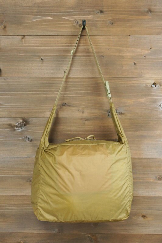 【SALE】BRIEFING ブリーフィングPACKABLE SHOULDERパッカブルショルダーCOYOTE(コヨーテ) 男女兼用 茶 手提げ  巾着 折りたたみ アウトドア リップストップ