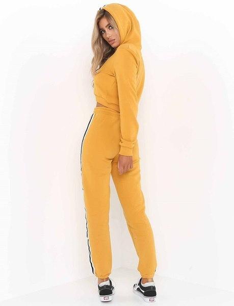 秋冬の女性のカジュアルなスポーツスタイルのロングスリーブセーターのパーカークロップトップスとアスレチックパンツ2
