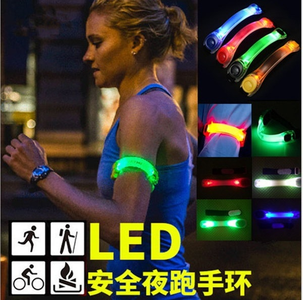 LEDの点滅リストバンドブレスレットアームバンドベルトライトナイトスポーツのためのグローを実行する