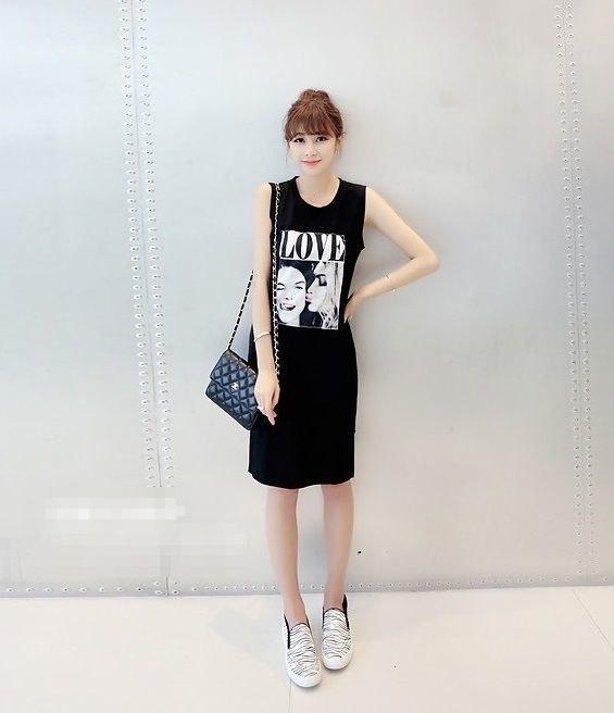 ノースリーブ ワンピース ミモレ丈 プリント カジュアル ロングシャツ Tシャツ ベスト リラックスウェア シンプル デザイン ブラック 黒 ホワイト 白 フリーサイズ 可愛い レジャー スカート 楽ちん スポカジ カジュアル サマードレス (64-30) ※納期に10日から14日ほどかかります。