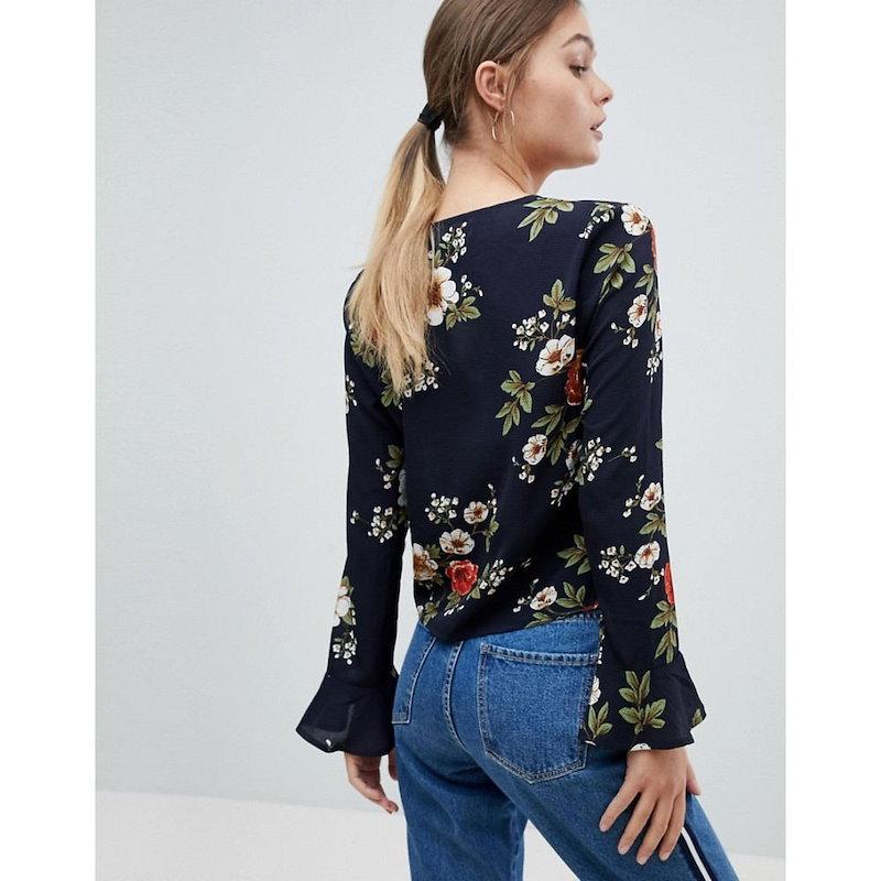 プリティリトルシング レディース トップス【PrettyLittleThing Floral Ruched Long Sleeve Top】Black