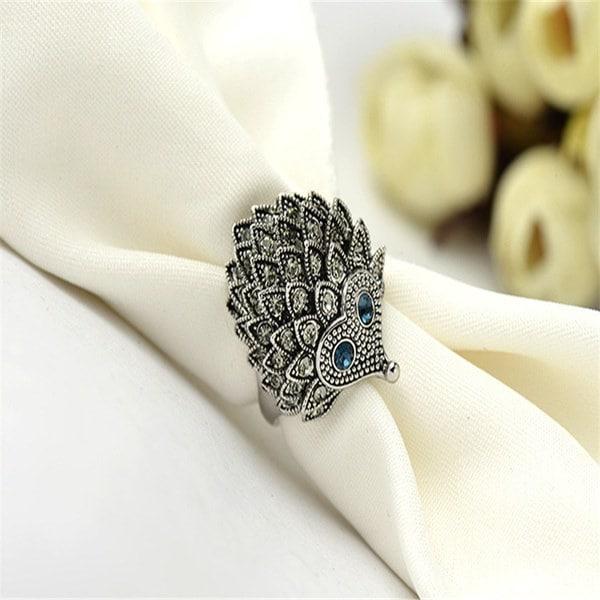 ユニークな装飾のヘッジホッグ型動物ダイヤモンドリング