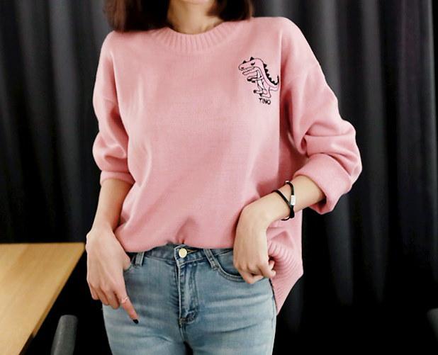 おもちゃティノラウンドニット-This is lovely pink round knit having daily and cute feeling