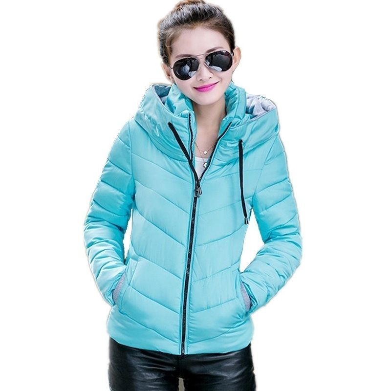 冬のジャケットの女性パーカー厚い冬アウタープラスサイズのダウンコートショートスリムデザインのコットンは、ジャケットコートを水増し