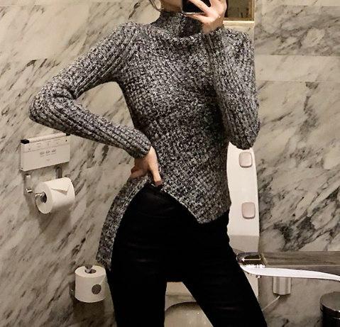 アンバランスな斜めニット-This is knit top wear having exposing line slim fit and unbalanced length