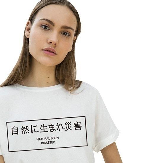 女性のファッション半袖ファニーTシャツ自然生まれの災害手紙プリント服Cute Plus Si