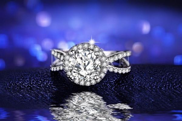 ラウンド女性のエンゲージリングAAAジルコンホワイトゴールドメッキ結婚指輪女性のためのクラシックジュエリーバ