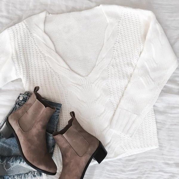 2017年American Stock Femmesは、恋人とVセーターのチャンドラーを引き出します。