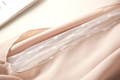 シースルー袖 上品 肌見せ トップス ボリューム袖 キャンディースリーブ ラウンドネック ガーリー 可愛い 大人女子 黒 秋新作 くすみカラー