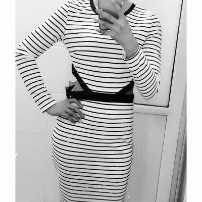 【スポーティーなストライプのお腹スリット入りワンピース】ボーダードレス個性的ワンピお腹見せシンプル美人フェミニンスカートデイリーカジュアルスポーツ春スプリング夏サマー女優膝丈デートリゾート旅行ビーチ海外セレブセレブファッション海外セレブ愛用私服人気ハリウッド流行ヨーロッパアメリカ韓国