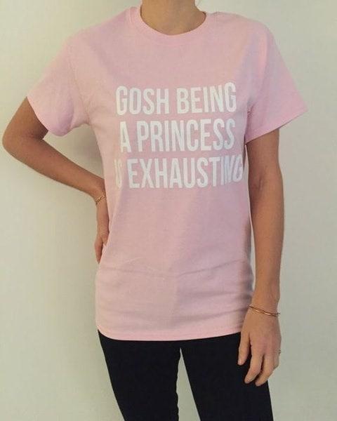女性の夏のルーズグレーのオレンジカジュアルなTシャツは、長袖のレタープリントをトップス