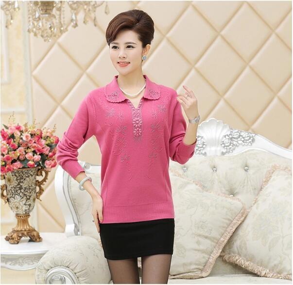 中年女性の長袖シャツTシャツウールセーターを増やすためにママは秋のセーターを装着