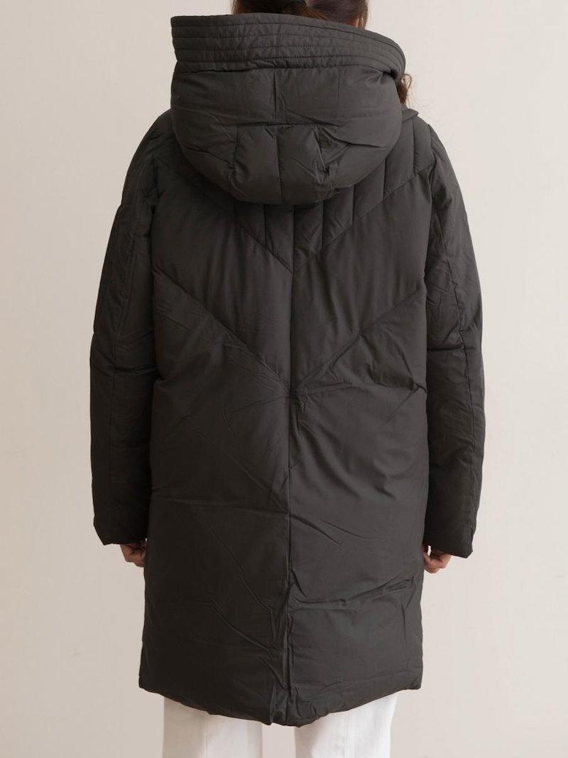 【送料無料】ゆったりとしたシルエットでリラックスした着こなしをアシスト!ダウンコート ダウンジャケット 冬 オーバーサイズ 大きいサイズ フード付き 中綿 ダウン 無地 ハイネック ロング丈 コート