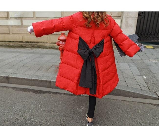 レディース服 女性 大人 冬 ダウンコート 丸首 ダウンジャケット ロング丈 無地 リボン スタンドカラー スカラップスリーブ 暖かい 防寒 ホワイト レッド ブラック