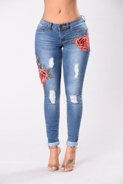 女性の花刺繍ジーンズスキニーリップジーンズ鉛筆デニムパンツタイトなズボン