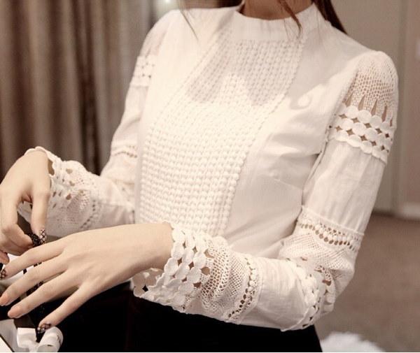 新しい春と秋の女性のブラウススリムボトミングの長袖の白いシャツレースフックフラワーホロー