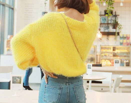 クイーンVファーニット-This is knit having warm fur knit and stylish spring feeling emphasizing comfortable