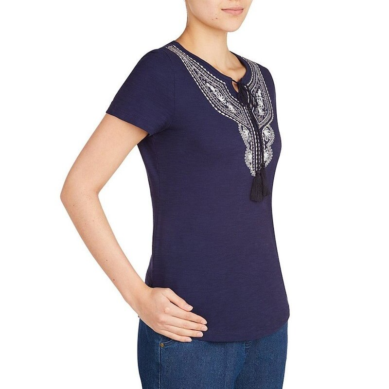 アリソン デイリー レディース トップス【Allison Daley Embroidered Notch Neck Short Sleeve Knit Top】Navy